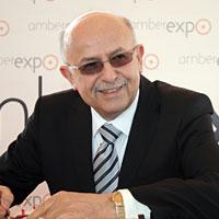 Fot. W.Jaszowski. Andrzej Kasprzak, prezes MTG podpisuje akt erekcyjny Amber Expo